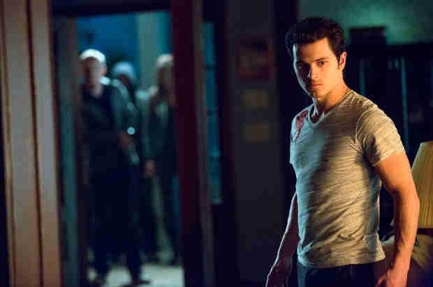The Vampire Diaries: Michael Malarkey é promovido a regular