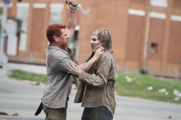 The Walking Dead: Abraham enfrenta ataque zumbi